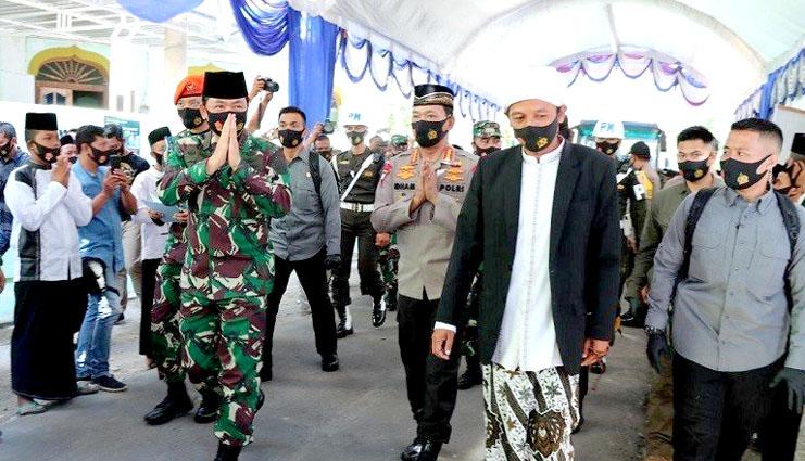Kapolri dan Panglima TNI Kunjungi Ponpes Tangguh di Madiun