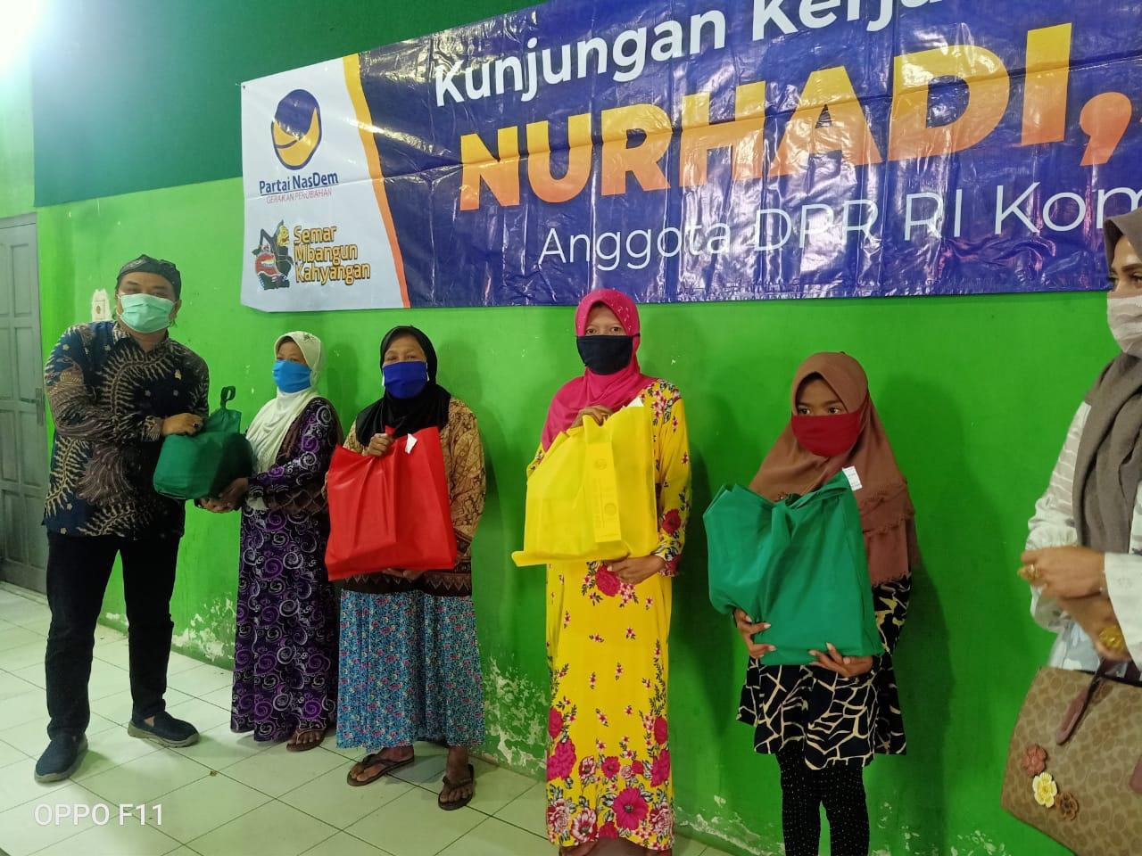 Reses di Desa Minggirsari, Nurhadi Salurkan Sembako bagi Warga Terdampak Covid-19