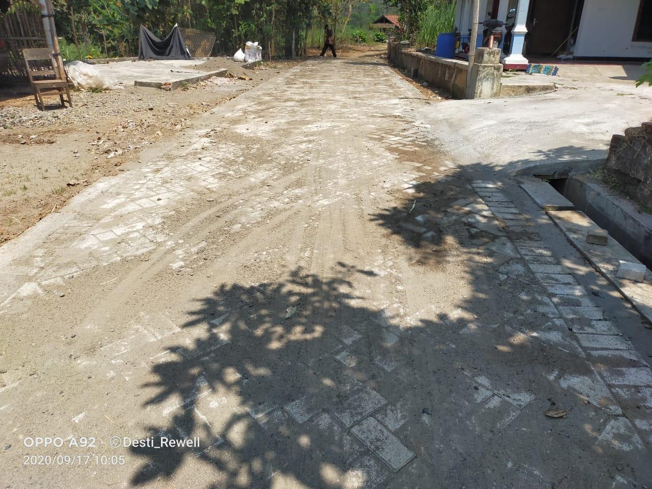 Lewat Teknik Paving Block, Jalan Desa Kates Tulungagung Semakin Rapi - 60dtk.com