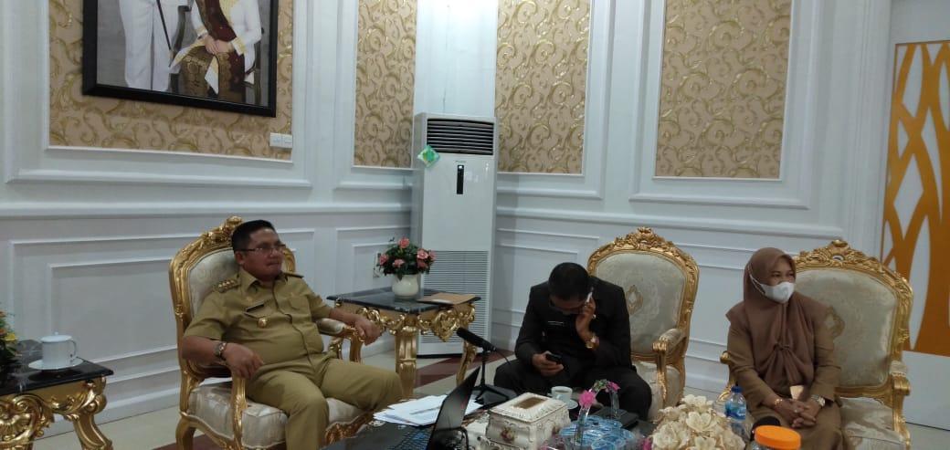 Wali Kota Gorontalo, Marten Taha Saat Mengikuti Rapat Koordinasi dan Evaluasi