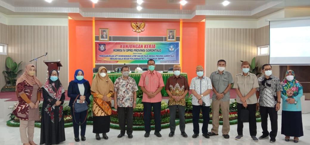 Jajaran DPRD Provinsi Gorontalo, Berpose Bersama denga Balai Pengembangan Pendidikan Anak Usia Dini