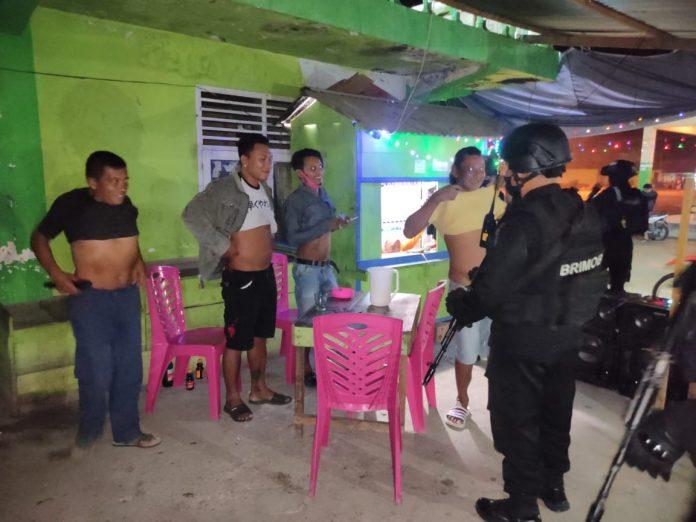 Tim Ilato Polda Gorontalo Bubarkan Warga yang Asik Pesta Miras