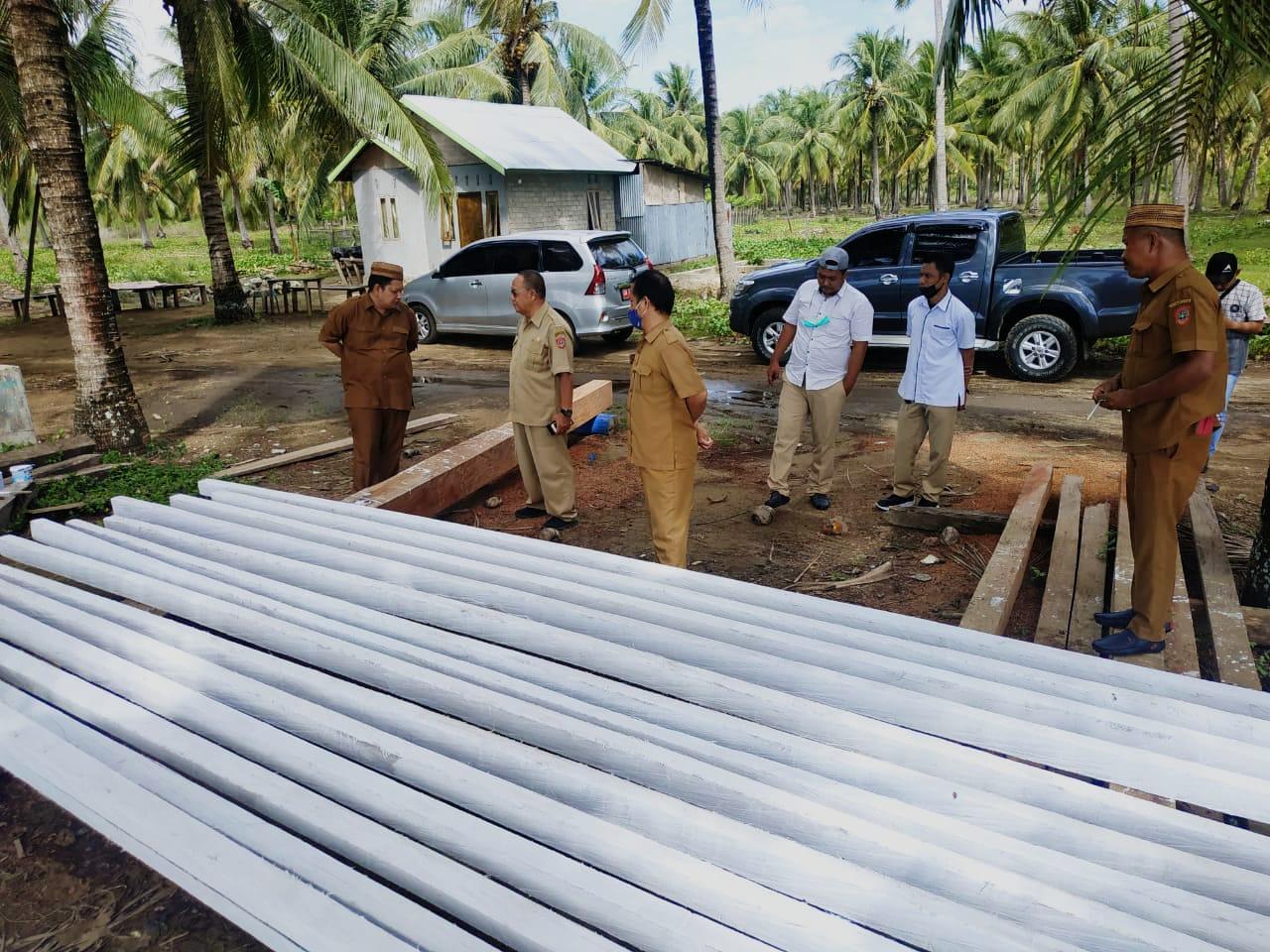 Kepala DKP Gorontalo Utara Cek Kualitas Material Pembuatan Kapal