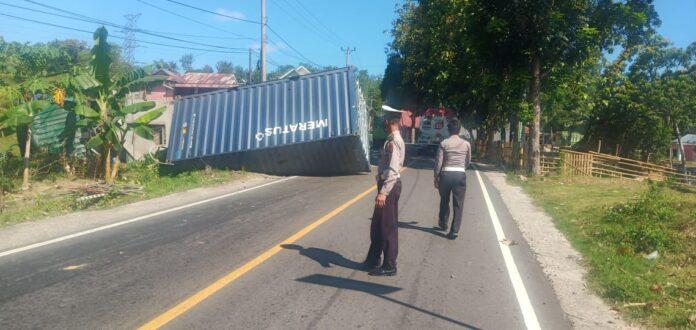 Sebuah Mobil Container Alami Kecelakaan Tunggal di Kwandang