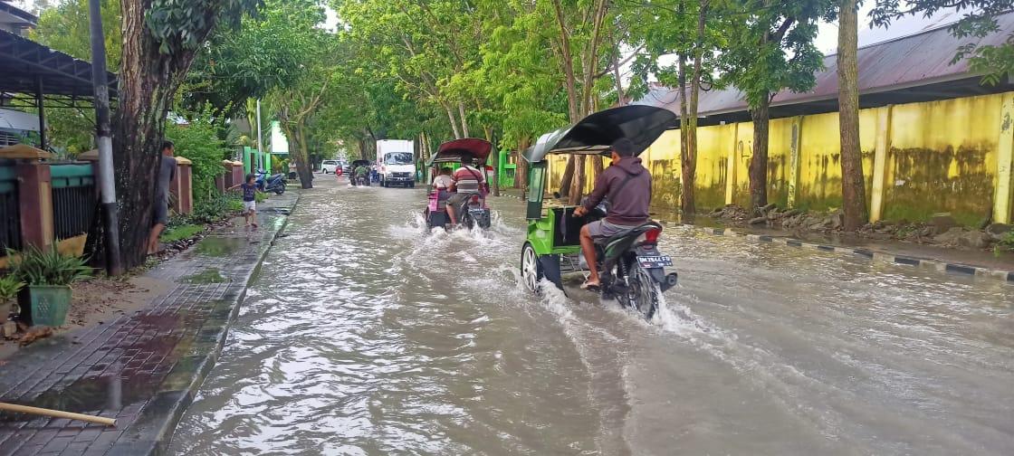 Jalanan, Kantor, Sekolah hingga Kampus di Limboto Terendam Banjir (Tambahan)