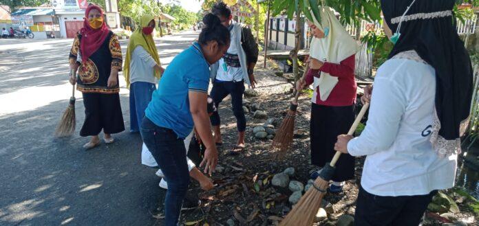 DLH Gorontalo Utara Gelar Aksi Bersih-Bersih Sampah di 4 Desa